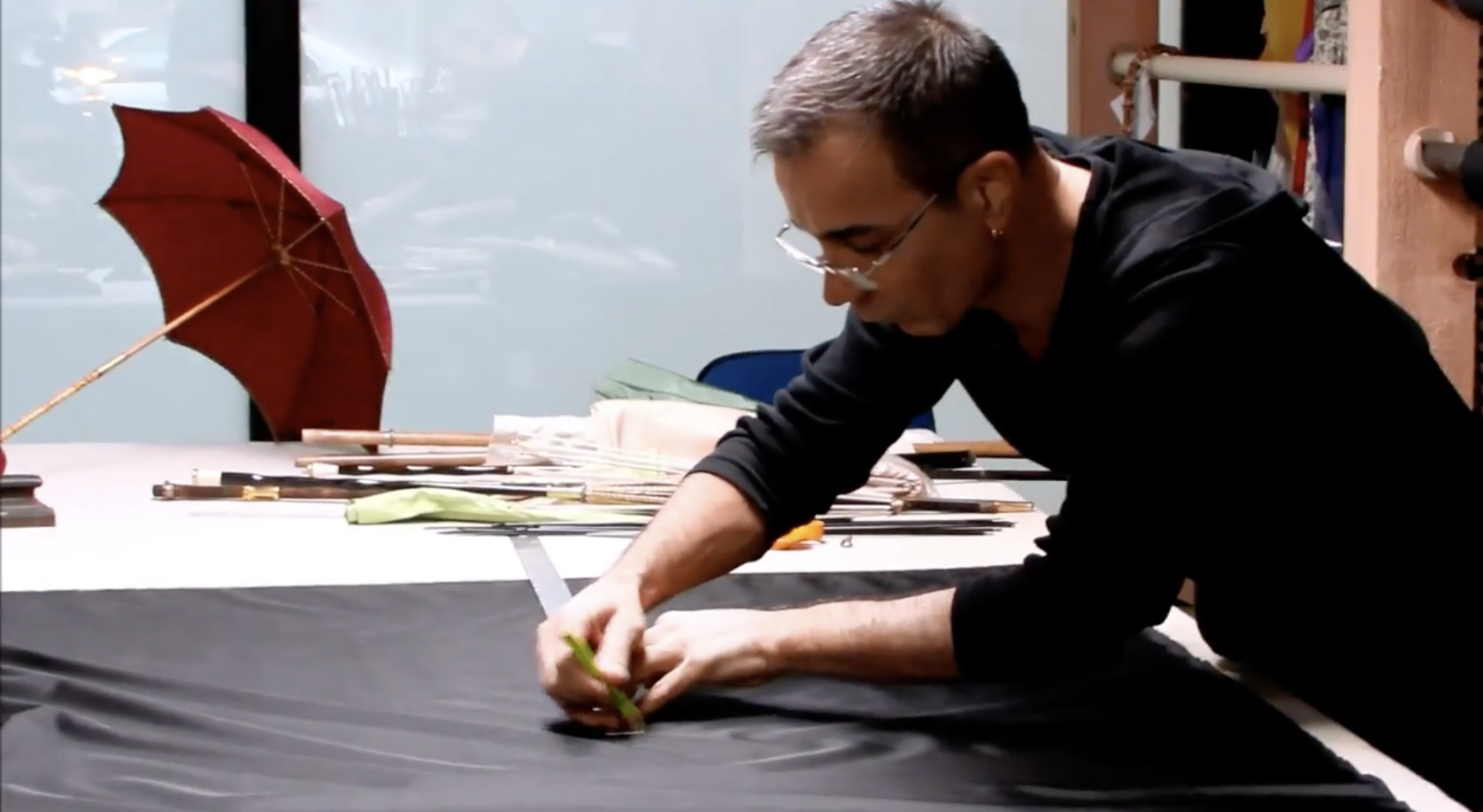 A la rencontre de... Michel Heurtault, artisan créateur en Parasolerie à Paris